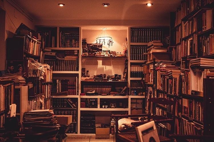 Bibliothèque sur-mesure : à qui s'adresser ?