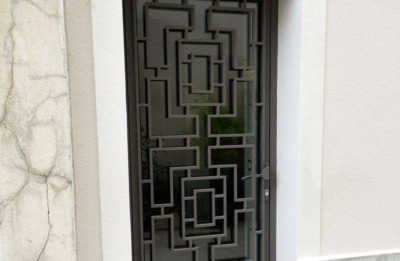 Prix d'une porte d'entrée en acier vitrée
