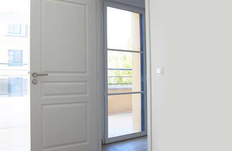 Prix d'une porte intérieure en bois postformée