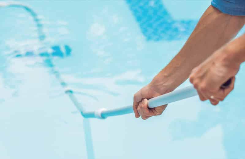 Prix d'entretien d'une piscine par un professionnel