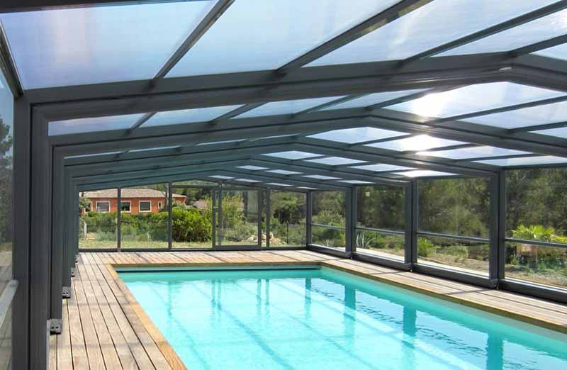 Choisir un abri de piscine haut