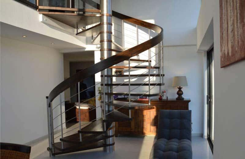 Choisir le matériau d'un escalier de salon