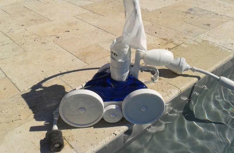 Choisir un robot surpresseur de piscine