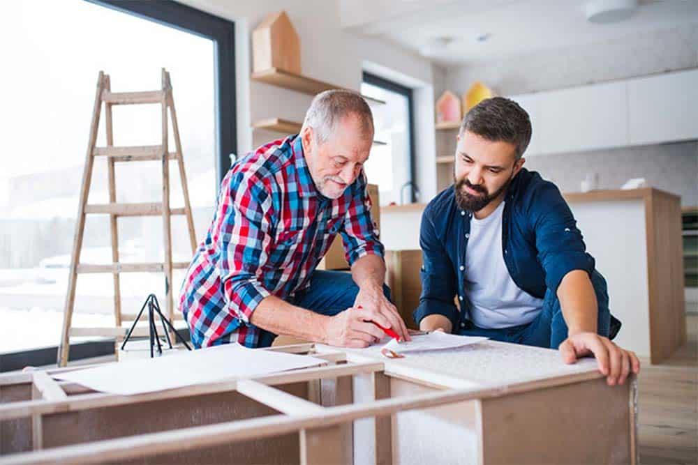Pourquoi engager un senior pour vos petits travaux de bricolage ?