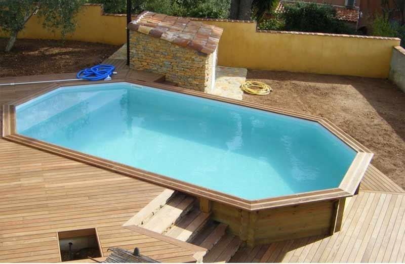 Par quoi commencer la rénovation d'une piscine en bois ?