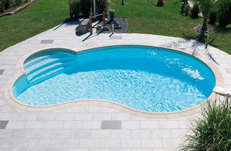 Par quoi commencer la rénovation d'une piscine coque en polyester ?