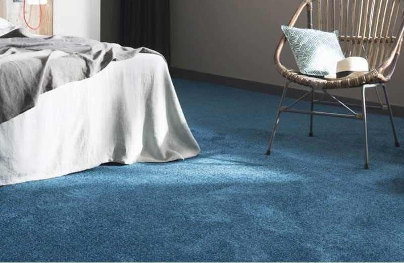 Choisir de la moquette comme revêtement de sol dans une chambre