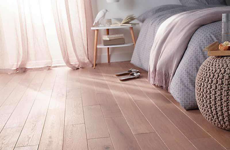 Choisir du parquet comme revêtement de sol dans une chambre