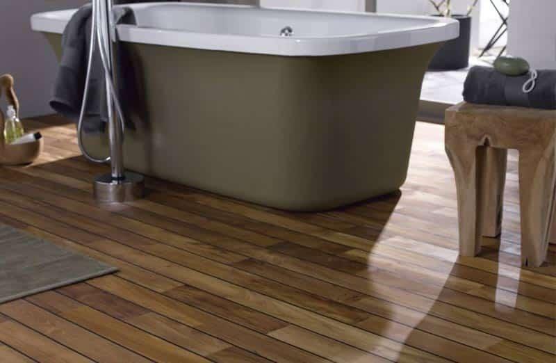 Choisir du parquet en bois dans une salle de bain