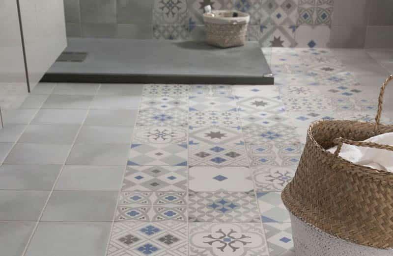Comment bien choisir le revêtement de sol d'une salle de bain ?