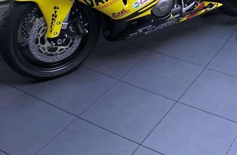 Quel carrelage choisir et éviter pour le sol d'un garage ?
