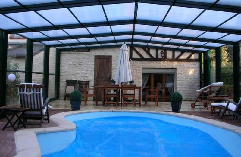 Faire installer un abri de piscine au cours de l'hivernage