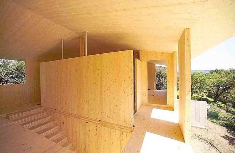 Construire une maison en panneaux de bois contrecollés