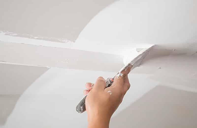 Réparer une fissure au plafond