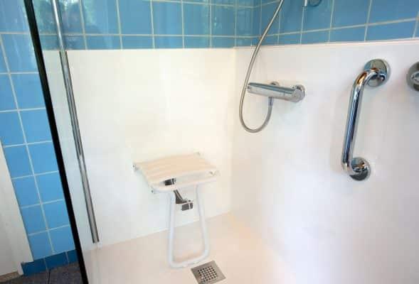douche sécuriée blanche et bleue senior